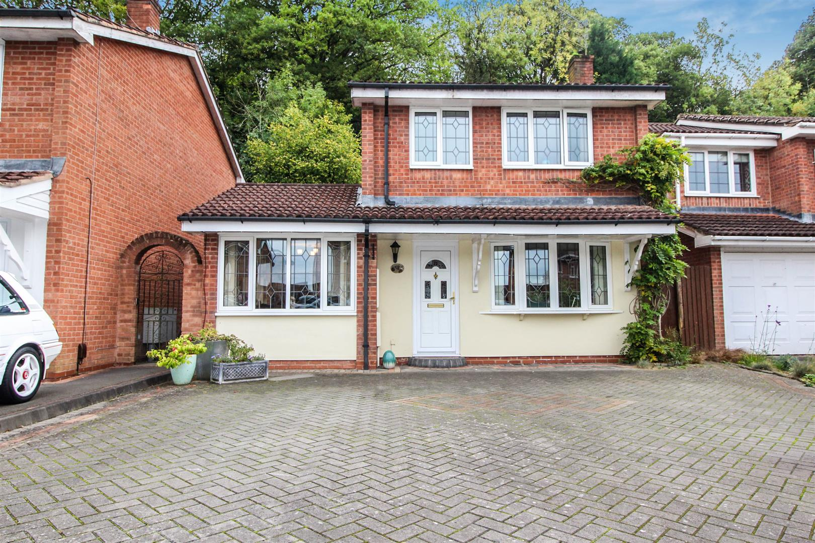 3 Bedrooms Detached House for sale in Marlpool Drive, Redditch